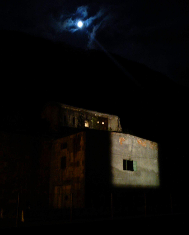 Strassensperre erstmals seit fast 100 Jahren von innen beleuchtet